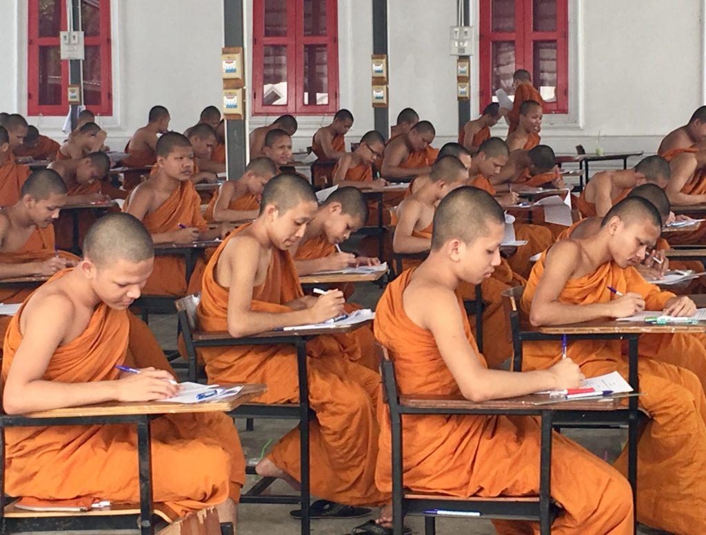 una classe di monaci