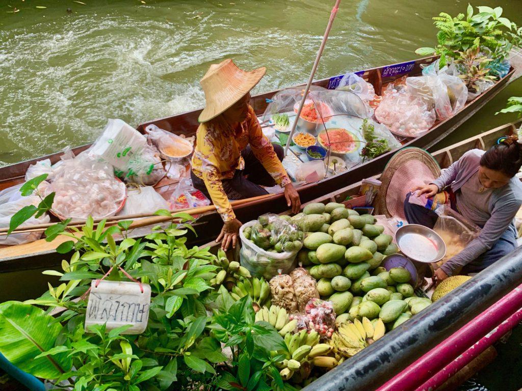 Dettaglio barca al Floating Market