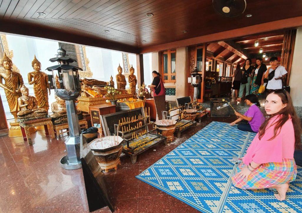 Viaggiare in Thailandia da sole: Interno di un tempio