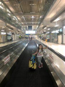 Anna con valigia