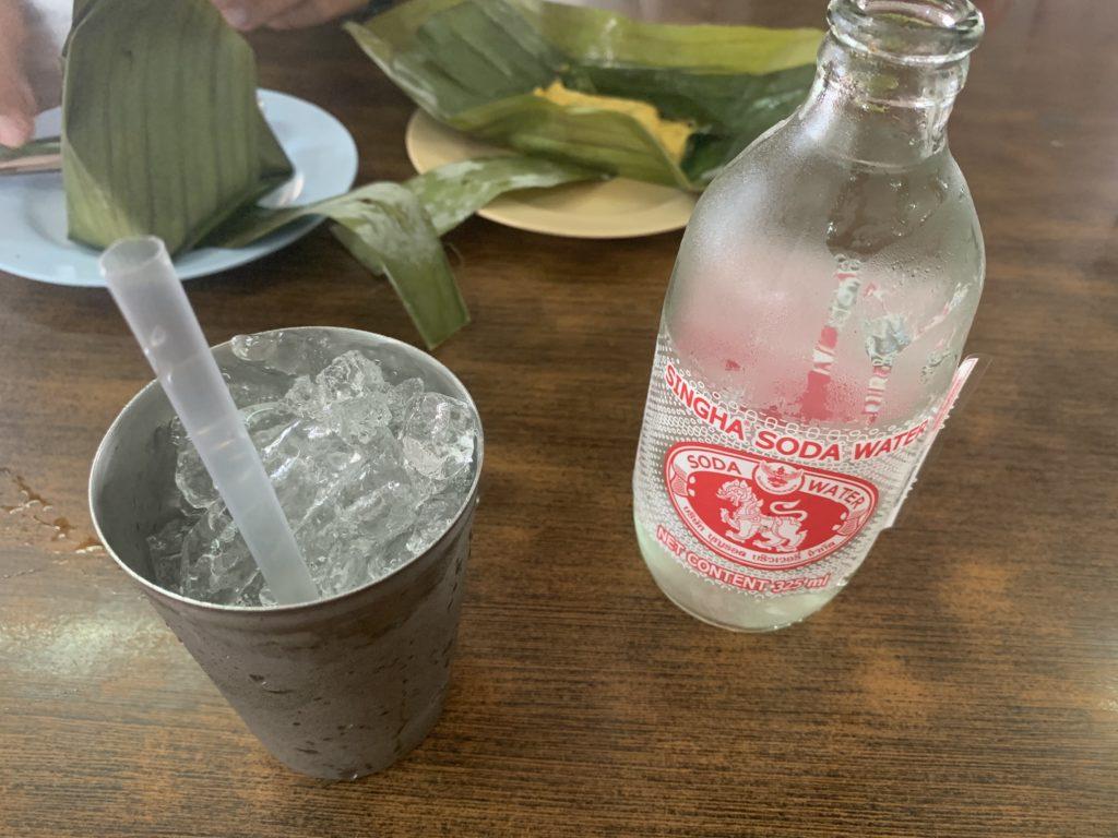 acqua con ghiaccio