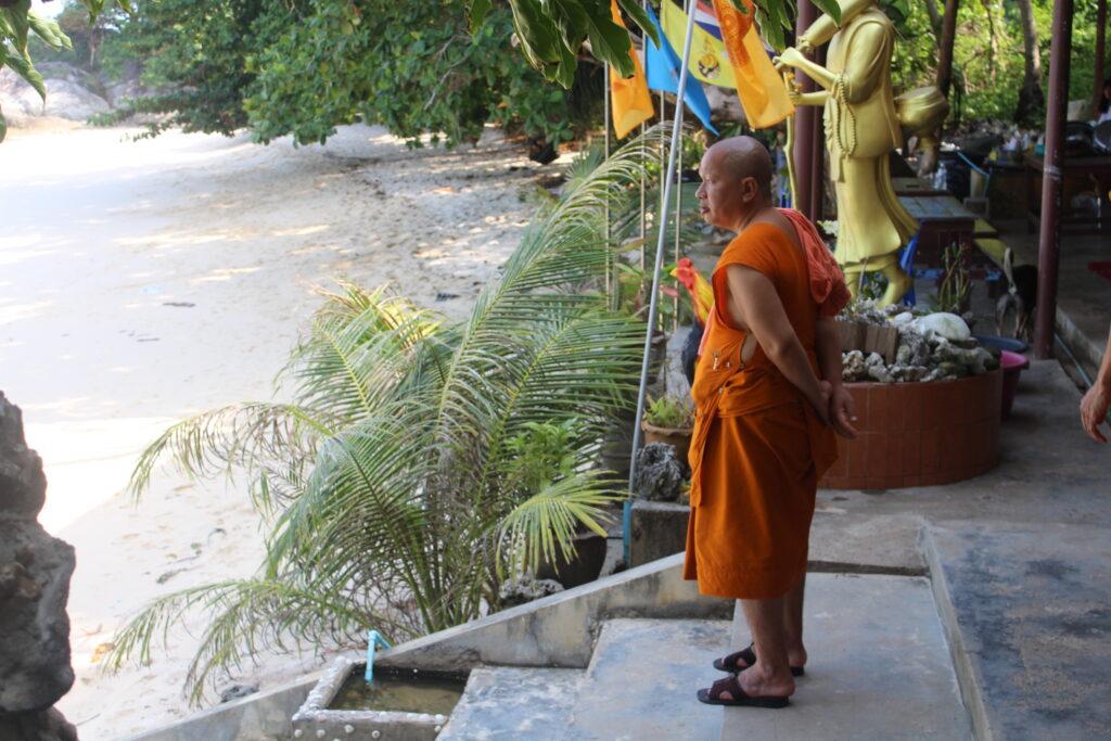 Monaco nell' isola di Buddha